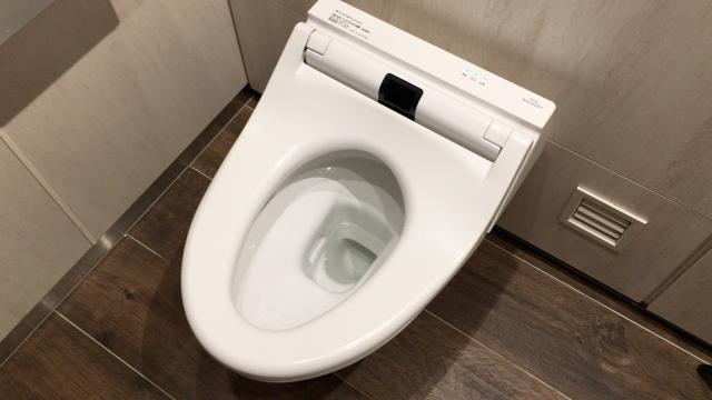いつもは使わないサッカー場で起きたトイレの水漏れ事件